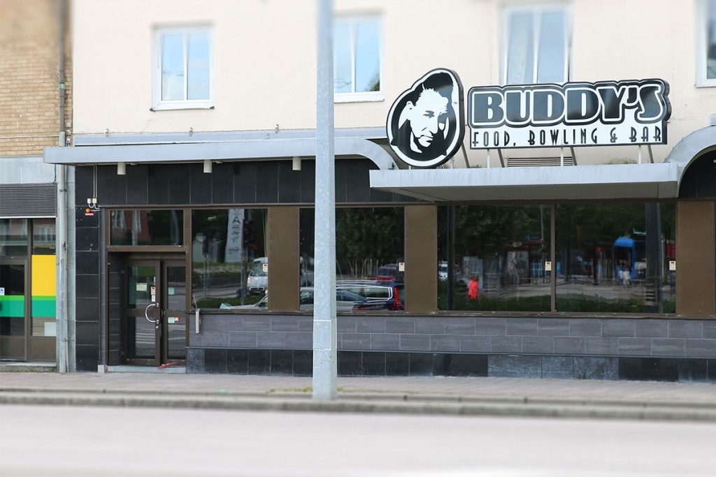Buddy's Food, Bowling & Bar